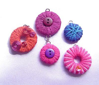 orecchini realizzati con la lana