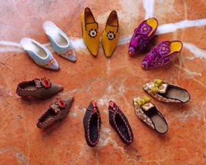 scarpe ricamate in miniatura